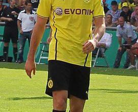 Lewandowski spielt fuer Dortmund 271x220